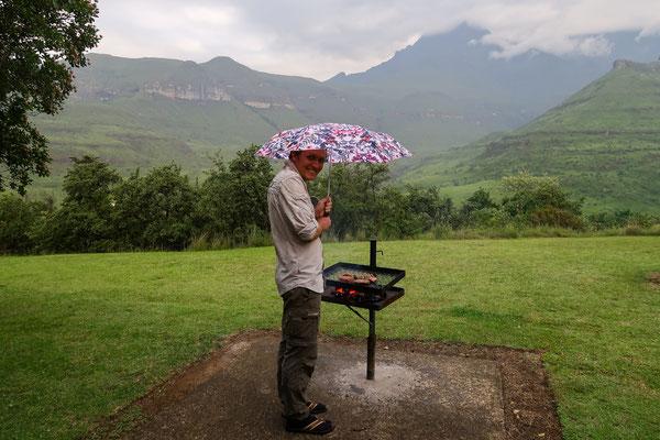 Einen wahren Grill-Liebhaber hält auch ein Regenschauer nicht vom Grillen ab