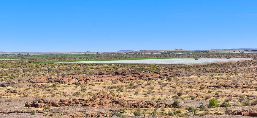 Grüne Anbauflächen entlang des Orange Rivers
