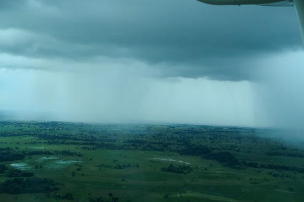 Um die Regengebiete fliegen wir einfach herum