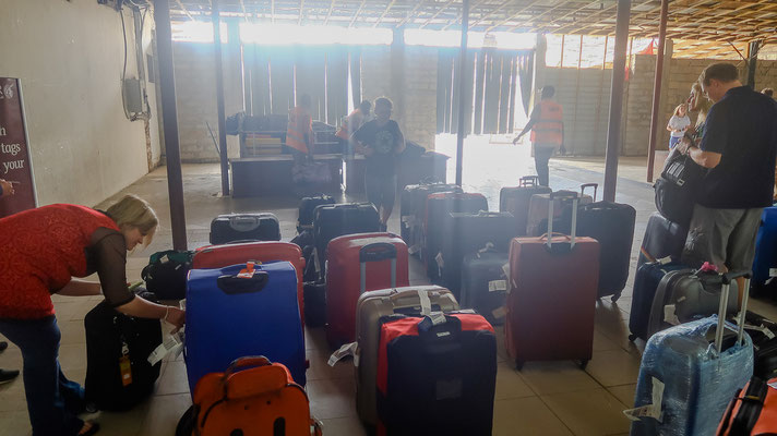 Flughafen Zanzibar - Gepäckband mal anders
