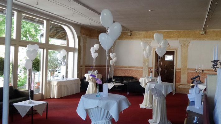 Tischdekoration - Herzbouquets - Schloss Gamlitz - Hochzeitsdeko aus Ballons