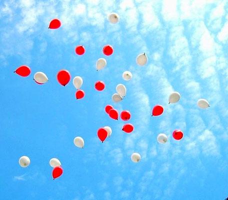 ..... starten aus einem großen Ballon