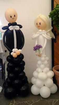 Hochzeitspärchen im Schloß Dornhofen - Hochzeitsdeko Ballons