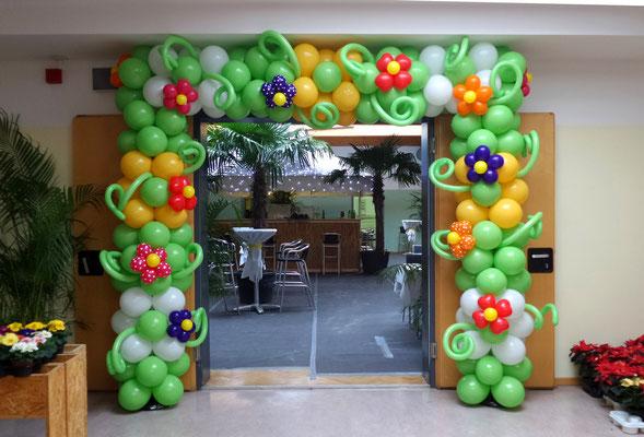 Eingangsdekoration beim Blumenball in Laßnitzhöhe