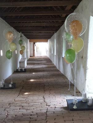 Bubble-Bouquet in Schloss Herberstein - Hochzeitsdeko aus Ballons