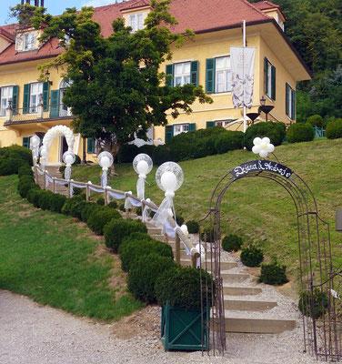 Aufgangsdekoration aus Ballons im St. Veiter Schloss - Aiola - Graz - Hochzeitsdeko Ballons