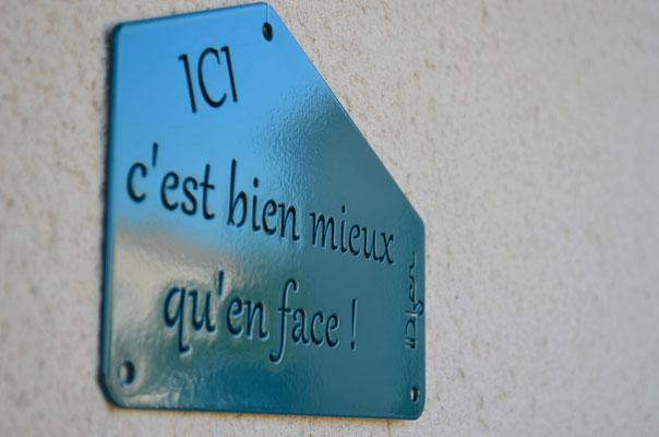 ©IDfer, Plaque Décorative ICI, coloris vert-bleu