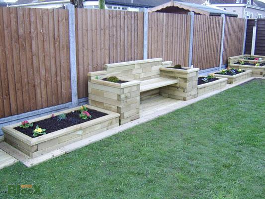 ©WoodBlocX, Banc avec jardinières intégrées sur les 2 côtés