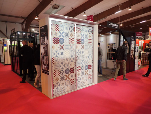 ©Coulidoor, stand Artibat, vitre laquée Exclusive Carreau ciment