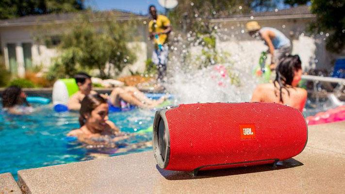©JBL - enceinte portable Xtreme (rouge) - résistante aux prohections d'eau