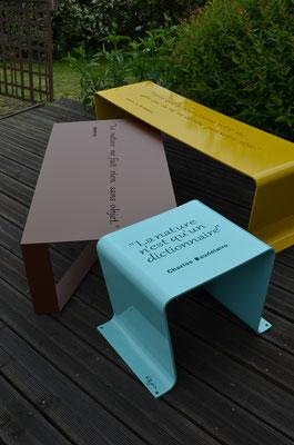 ©IDfer, gamme Happiness, mobilier en métal plié avec citations en découpe laser