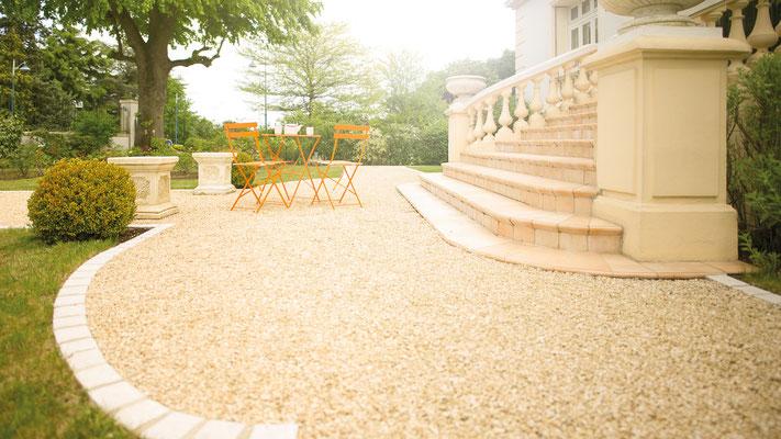©Daniel Moquet, signe vos allées - Gravillons Alvéostar - Gravier ocre calcaire du Poitou