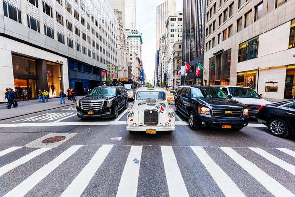 Straßenszene auf einer Avenue in Manhattan, NYC