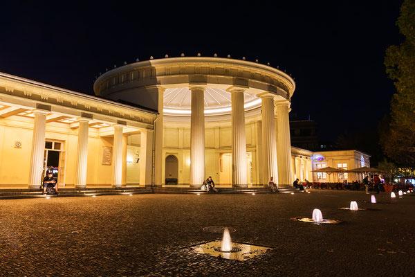 Elisenbrunnen in Aachen bei Nacht