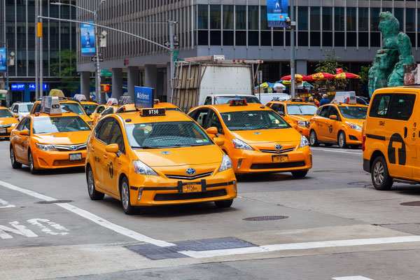 Yellow Cabs auf einer New York Avenue