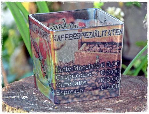 Kaffeespezialitäten am Tisch promoten