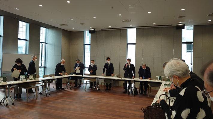 町会長会議の一環として内覧会が開かれました。お祝いに新区長もお見えになられました。