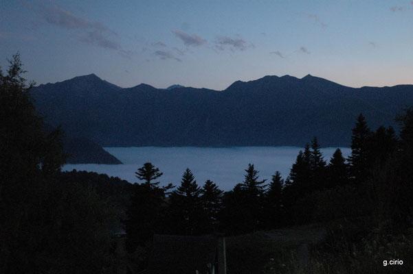 vue de notre bivouac le soir avec mer de nuages sur la vallée