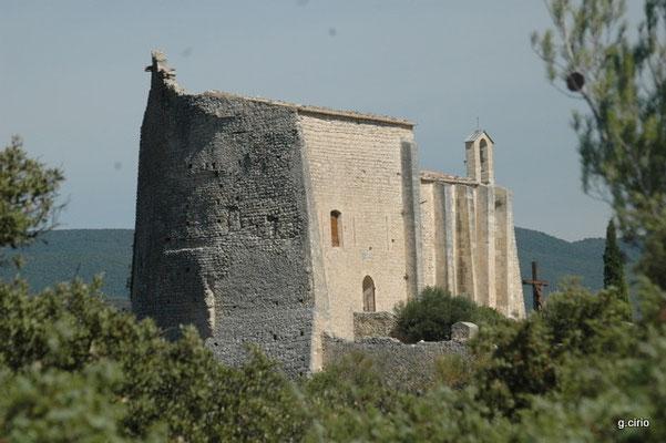 St Saturnin les Apt (l'église ancienne au dessus du château)