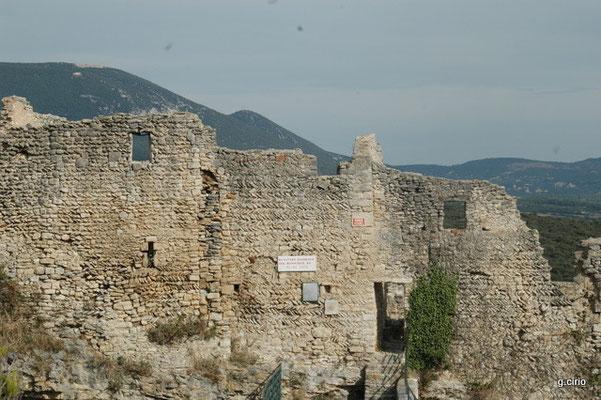 St Saturnin les Apt (le château)