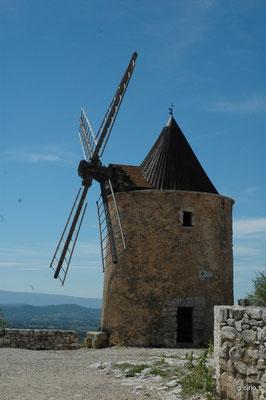 St Saturnin les Apt (le moulin)