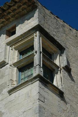 visite du prieuré de Mane (détail meneau d'angle)