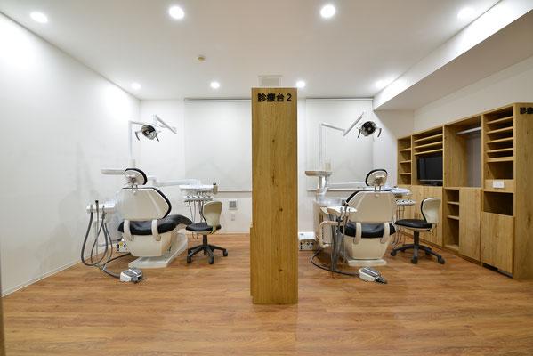 一般治療専用ユニット。新型のふっかふかシートの最新型の診療台です。リラックスしすぎて寝ちゃうかも。