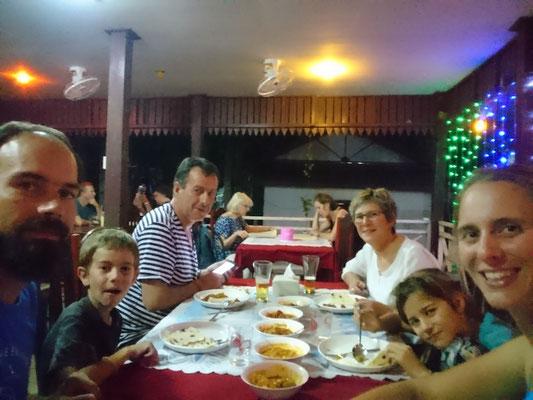 Indian food! So good! Avec avec grand-maman et grand-papa