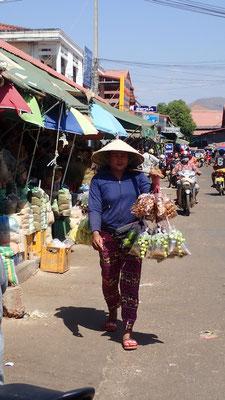 Au marché de Paksé