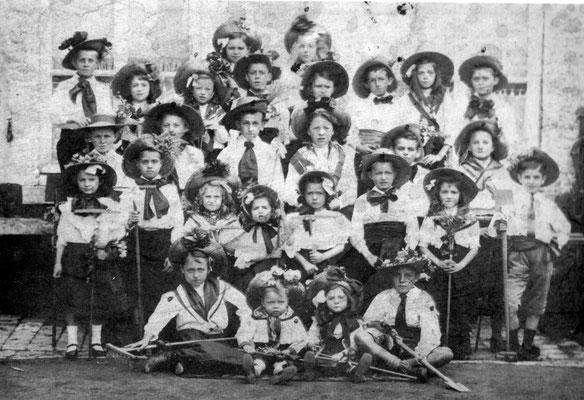 1911 - Les enfants du Foyer populaire-Georges Charles en haut à gauche