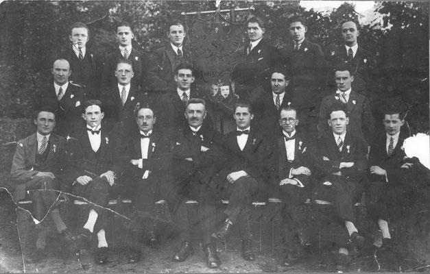 Le Cercle Comoedia-5e assis à partir de la gauche : Georges Charles