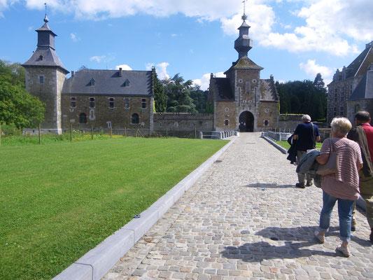 Voici enfin le soleil à notre arrivée au Château de Jehay (Amay)
