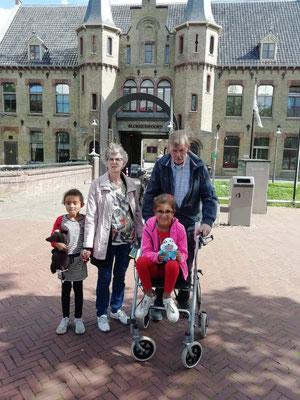 Hans en Coby de Ruiter met kleinkinderen
