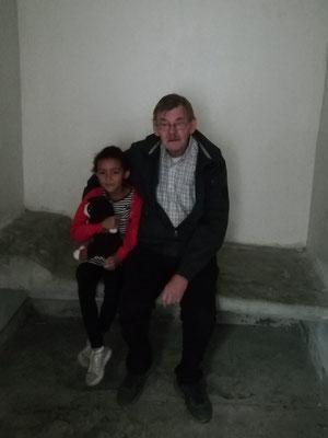 Hans de Ruiter met kleinkind