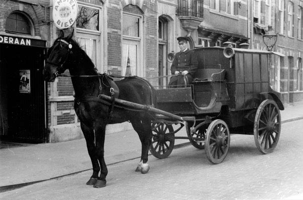 Stalhouderij Louis Putters, Stationsweg 1-5. 's-Hertogenbosch Boevenwagen van het bedrijf.