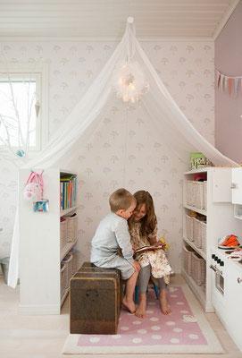 Idée = Délimiter un espace lecture avec une tenture !