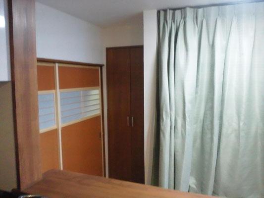 タタミコ-ナ-寝室のカ-テンを閉じたところ