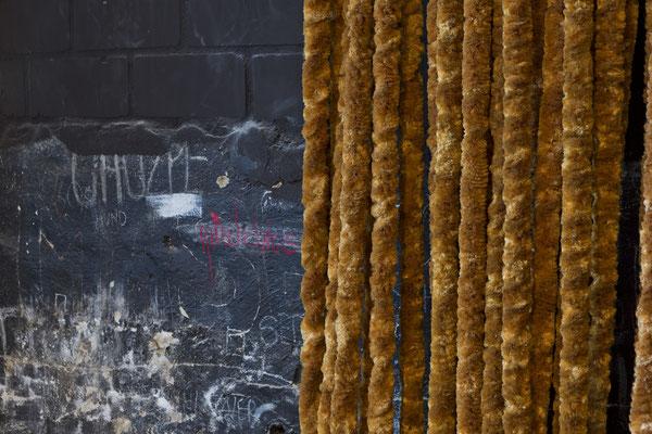 "Ausschnitt aus: Kirsten & Peter Kaiser: ""Westfälisch Blond"". Mixed Media, Installation. Foto: Ralf Emmerich"