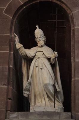 Statue du pape Leon IX dans l'enceinte de l'église d'Altorf