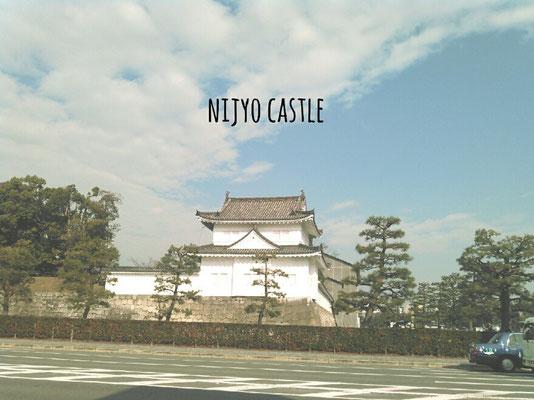 二条城駅1番出口を出るとすぐ目の前に二条城があります。