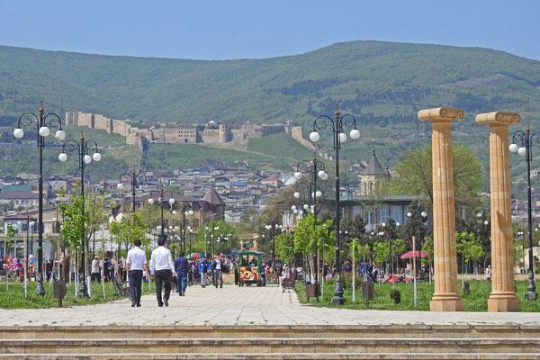 Die mächtige Festung Naryn-Kala überragt ganz Derbent