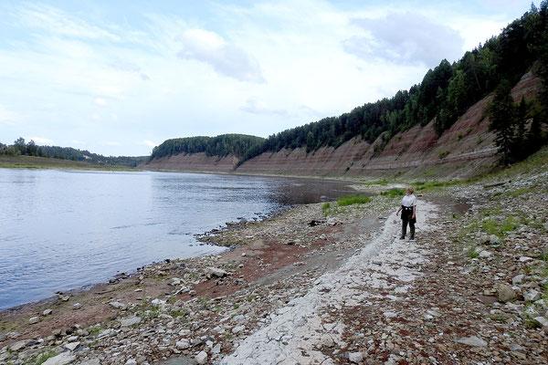 Die träge Suchona wirkt an den Opoki-Felsen wie ein wilder Gebirgsfluss.