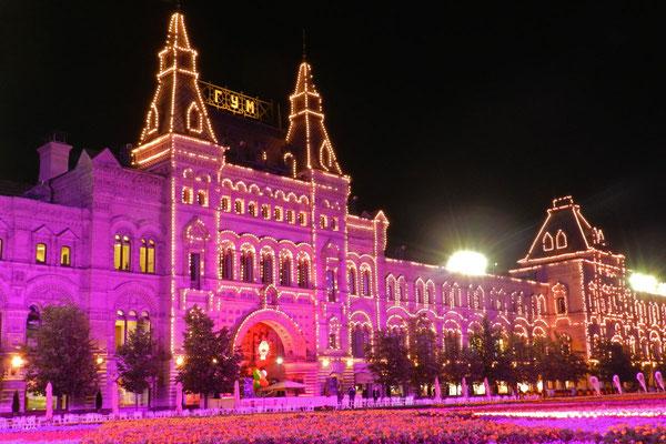 Das Kaufhaus GUM in Extra-Beleuchtung