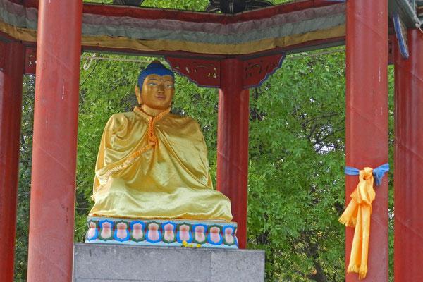 Im Stadtpark von Elista steht seit den 90er Jahren ein Buddha-Schrein.