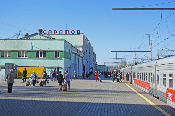 Ankunft am folgenden Morgen am Bahnhof Saratow-1.