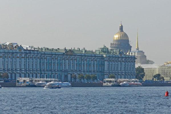 Der Winterpalast von der Newa aus gesehen