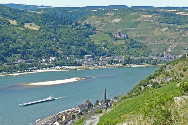 Вид на Бахарах с противоположного берега Рейна