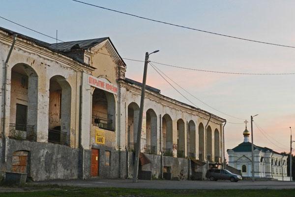 Die Handelsreihen von Kungur müssten noch einmal renoviert werden.