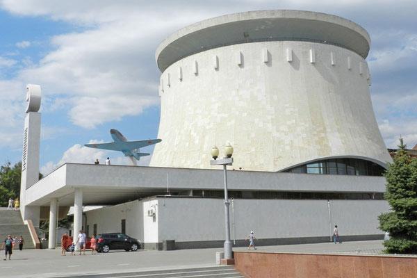 Das Panorama-Gemälde befindet sich im Inneren eines runden Turms.