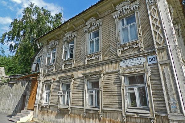 Historisches Holzhaus in der Tolstoi-Straße